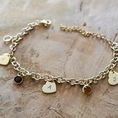 Les nouveautés arrivent petit à petit ☺  voici un des premiers bracelets gravés en doré ❤  Disponible avec une ou plusieurs médailles et pierres de naissances.   Il est a retrouvé sur la boutique (lien direct dans la bio) : www.dansmonatelier.fr   - délai de création : 2/3 jours  #dansmonatelier #nouvelle collection #newco #bijou #bijougrave #braceletgravé #faitmain #cadeaunaissance #moncoeur #maman #mafamille #mesenfants #mafille #monfils #mamie #gold #goldbracelet #pulsera