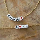 Ces colliers sont disponibles sur chaîne argentée ou dorée.   Choisissez la longueur de la chaîne, il peut être créé en collier court (convient pour un enfant), standard, ou long.   Les bijoux sont créés sous 2/3 jours et envoyés avec la poste en suivi ☺  ●•●•●•●•●•●•● #dansmonatelier #collier #bracelet #necklace #jewelry #instajewelry #instabijou #prénom #faitmain #madeinfrance #mafille #mydaughter #mihija #dore #argenté #gold #silver