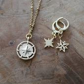 Tellement fan de ces étoiles ❤ mon symbole préféré 😍 et vous, quel est votre symbole porte bonheur ?   Découvrez la collection mini créoles sur la boutique ( lien dans la bio) : www.dansmonatelier.fr   Temps de création des commandes : 2/3 jours Envoi en suivi dans le monde  ●•●•●•●•●•● #dansmonatelier #bijou #collier #boucledoreille #creole #doré #gold #argent #silver #plaqueor #goldearrings #silverearrings #hoopearrings #etoile #boussole