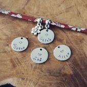 La prochaine expédition des commandes sera mercredi 15 avril 😊 les paquets sont envoyés en lettre suivies pour être directement déposés dans votre boîte aux lettres par la poste!  Vous pouvez faire livrer un bijou directement chez la personne à qui vous souhaitez l'offrir avec un mot de votre part, le bijou sera emballé sans facture 😉 Merci à vous ♡ ●•●•●•●•● #dansmonatelier #faitmain #madeinfrance #bijou #instabijou #bracelet #collier #bijougrave #unique #collectionenfant #nouvellecollection #kid #kidcollection #eshop #mafille #maprincesse #mafamille #jewelry #instajewelry #pulsera