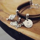 Voici un bracelet personnalisé 😍  Je continue de m'occuper de vos commandes et jen profite pour travailler sur la nouvelle collection 💛 bonne soirée ●•●•●•●•● Boutique en ligne : www.dansmonatelier.fr ●•●•●•●•● #dansmonatelier #bijou #bijouxcreateur #bracelet #grave #prénom #famille #family #maman #instamaman #viedemaman #faitmain #createurfrancais #jewel #jewelry wood #silver #newcollection #eshop #onlineshop