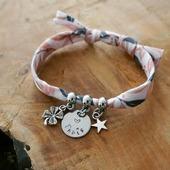 Un nouveau tissu 😍 un nouveau bracelet ❤ et j'adore ce coloris !!!   Il sera très bientôt disponible sur la boutique en ligne !   Belle soirée ☆   ●•●•●•●•●•● #dansmonatelier #instabijou #jewelry #bracelet #pulsera #braceletprenom #faitmain #madeinfrance #créatrice #createurfrancais #prenom #braceletgravé #bijougrave #maman #mum #mommy #mummy #mama