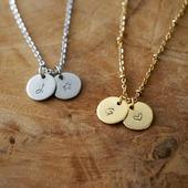 Je travaille sur vos commandes, également sur des nouveautés ♡ Ce collier gravé est disponible en doré ou argenté. Choisissez la chaîne ( chaine classique ou à bille ) et la longueur lors de votre  commande.   ●•●•●•● Boutique en ligne : www.dansmonatelier.fr   ☆ bijou fait main ☆ délai de création : 2/3 jours ☆ envoi en suivi avec la poste   ●•●•●•● #dansmonatelier #eshop  #collier #necklace #instabijou #or #gold #argent #bijou #bijoupersonnalisé #bijougravé #colliergrave #braceletgrave #bijoufaitmain #faitmain #cadeaupersonnalisable  #cadeaupersonnalisé #creation #créatrice  #madeinfrance
